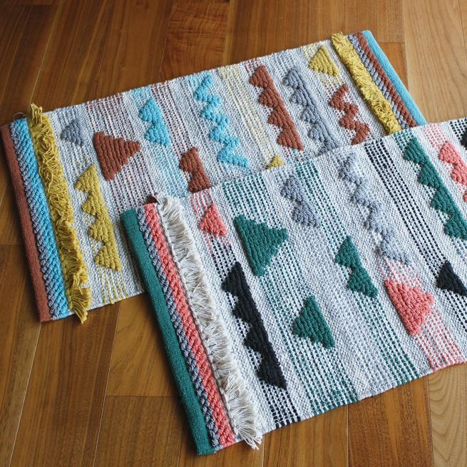 Lycka mat -内側のフリンジや、両サイドの色違いが遊び心をプラスした楽しげなマットです。-